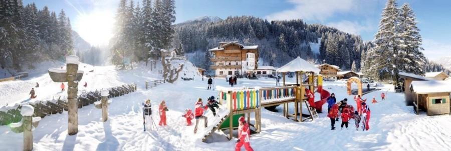 Kids  Go In de skischool van Kinderhotel Habachklause krijgen de allerkleinsten op een speelse manier les