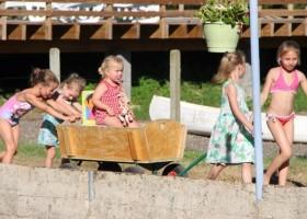 Les Aulnettes kinderen met bolderkar.jpg Les Aulnettes 30pluskids