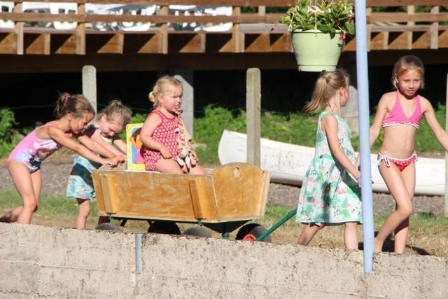 Les Aulnettes kinderen met bolderkar.jpg Les Aulnettes 30pluskids image gallery