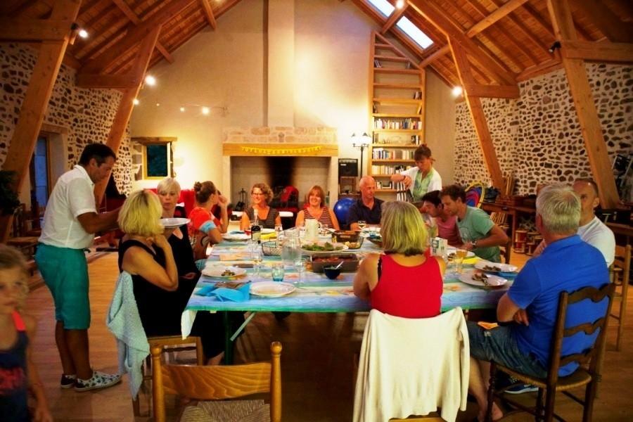 Les Renardieres eten met volwassenen.jpg Les Renardières 30pluskids image gallery