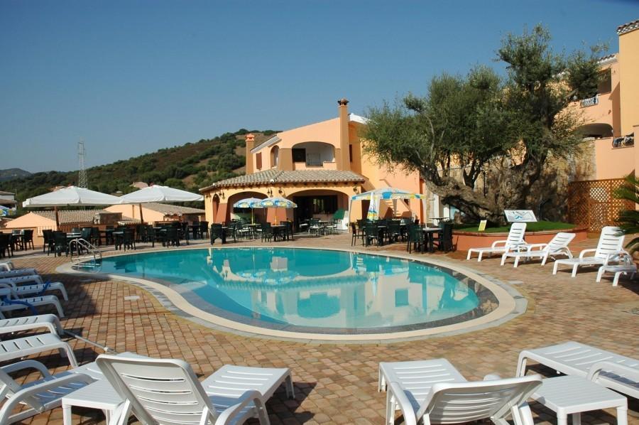 Tritt Sardinie Borgo Troni zwembad.jpg Borgo Troni 30pluskids image gallery