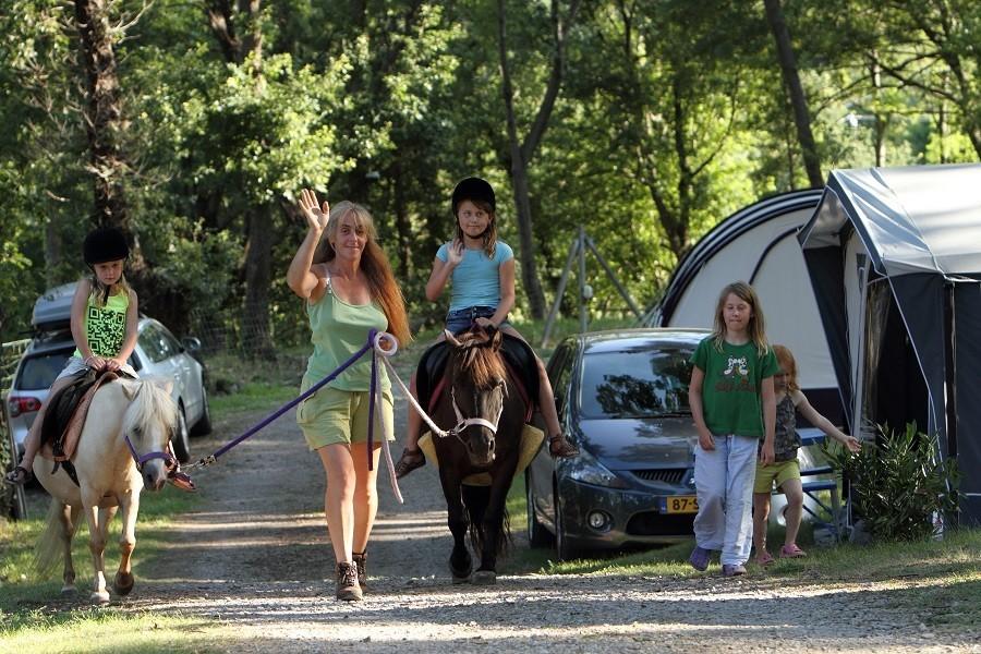 Camping les Charmilles Ardèche Frankrijk ponyrijden 15 Camping les Charmilles 30pluskids image gallery