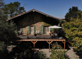 Domaine du Cammazet in Lapenne, Frankrijk ontbijt op terras gîte Domaine du Cammazet 30pluskids