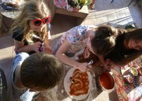 Quinta Vida Verde in Macieira Almoster, Portugal kinderen maken pizza Quinta Vida Verde 30pluskids