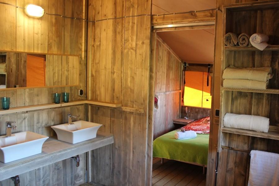 Quinta Japonesa Costa de Prata, Portugal safaritent badkamer.JPG Quinta Japonesa 30pluskids image gallery