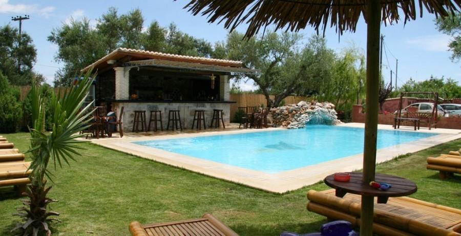 Eliza was here Grantzaos Villas op Zakynthos Griekenland, zwembadbar Eliza was here 30pluskids image gallery