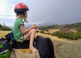 Altratoscana in Toscane, Italie meisje op ezel Altratoscana 30pluskids