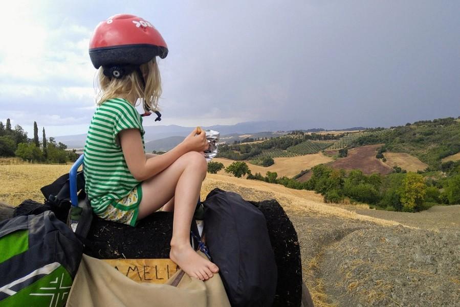 Altratoscana in Toscane, Italie meisje op ezel Altratoscana 30pluskids image gallery