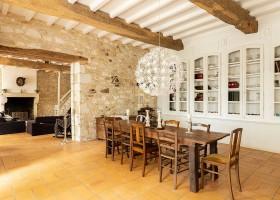 Maisons de Charme in Saint Martin de Gurson, Frankrijk eetkamer en woonkamer Maison de Charme 30pluskids