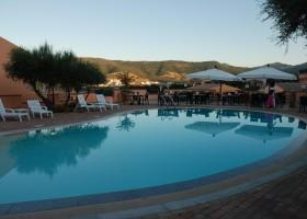 Tritt Sardinie Borgo Troni zwembad met uitzicht.jpg Borgo Troni 30pluskids