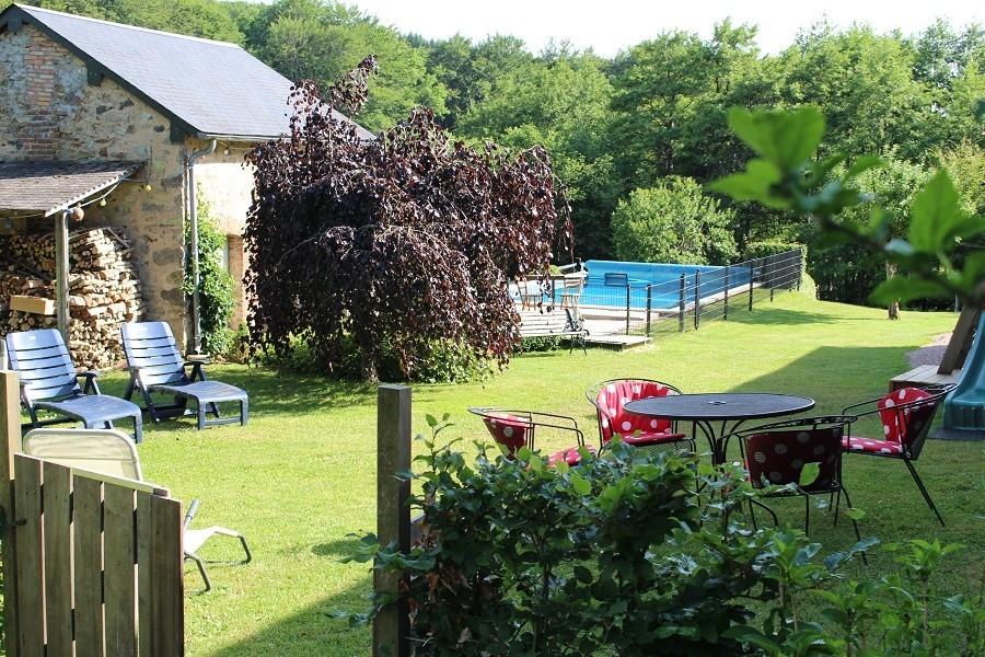 Vakantiehuis Bilok in de Bourgogne, Frankrijk tuin en zwembad Vakantiehuis Bilok 30pluskids image gallery