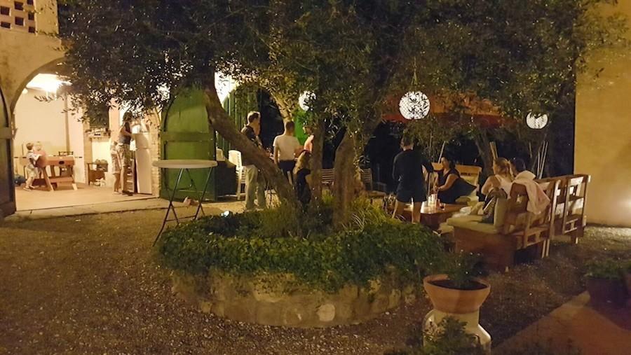 Piazza Pinokkio in Toscane, Italie welkomstapericena avondsfeer Piazza Pinokkio 30pluskids image gallery