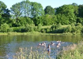 Les 3Etangs in de Auvergne, Frankrijk waterpret in het meer Les 3Etangs 30pluskids