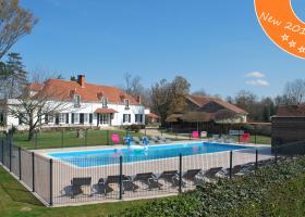 Domaine les Gandins in de Auvergne, Frankrijk nieuw zwembad Domaine les Gandins  30pluskids