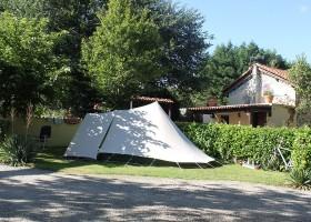 Domaine En Campagne in de Charente-Limousin, Frankrijk camping plaats 5 en Tardoire 2 Domaine en Campagne 30pluskids