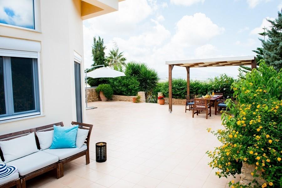 Villa Adonis terras met uitzicht 900.jpg Villa Adonis 30pluskids image gallery
