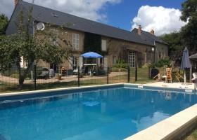 Vakantiehuis Bilok in de Bourgogne, Frankrijk zwembad Vakantiehuis Bilok 30pluskids