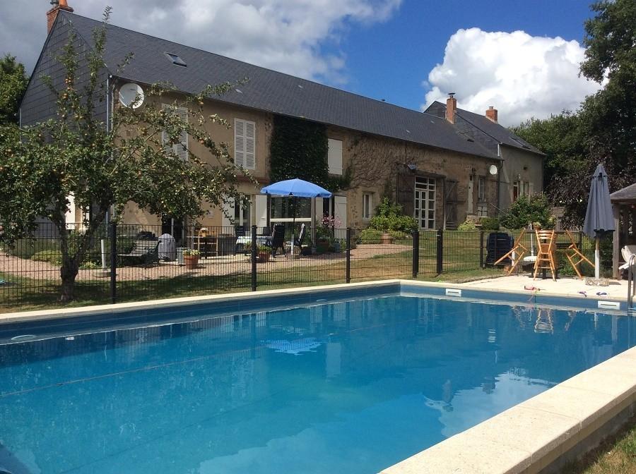 Vakantiehuis Bilok in de Bourgogne, Frankrijk zwembad Vakantiehuis Bilok 30pluskids image gallery