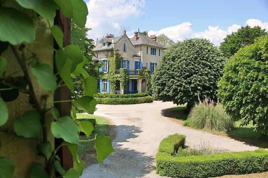 Le Pavillon de St Agnan in de Dordogne, Frankrijk tuin Le Pavillon de St. Agnan 30pluskids image gallery