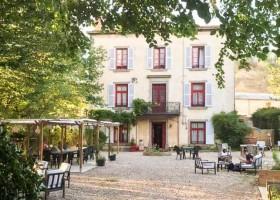 Domaine des Lilas in Saint Germain Lembron, Frankrijk huis en terras Domaine des Lilas 30pluskids
