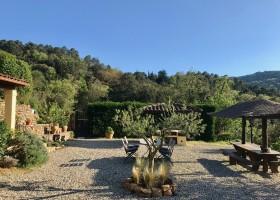 Le Mouron Rouge in de Var aan de Cote d'Azur in Zuid-Frankrijk tuin overdag Residence Le Mouron Rouge 30pluskids