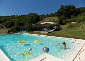 Les Quatre Toits in de Tarn-et-Garonne, Frankrijk zwembad Domaine Les Quatre Toits 30pluskids