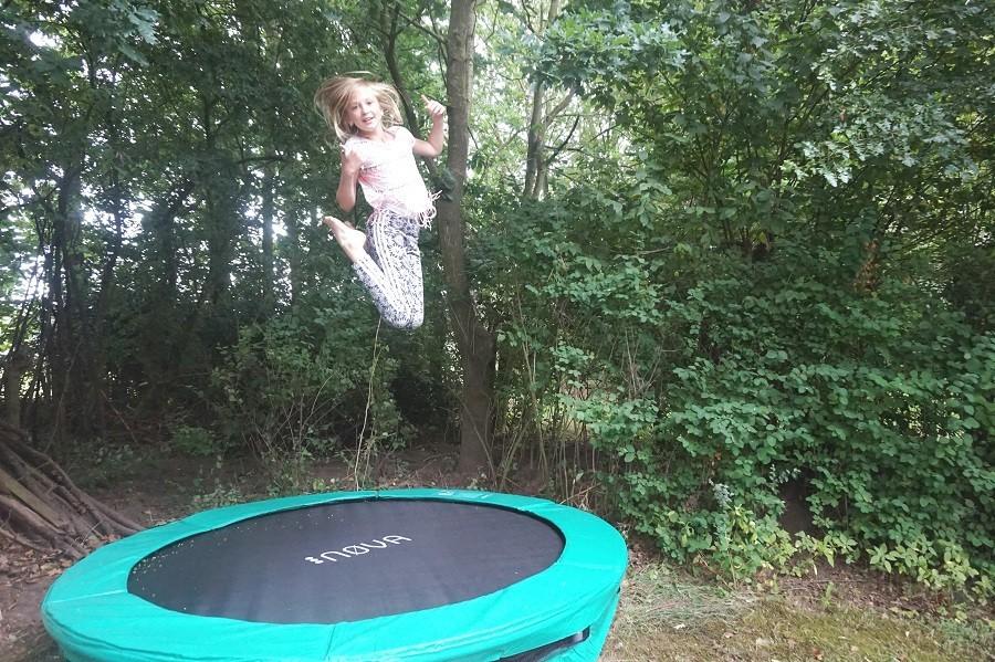 Vakantiehuis Bosbries trampoline 2.jpg Vakantiehuis Bosbries 30pluskids image gallery