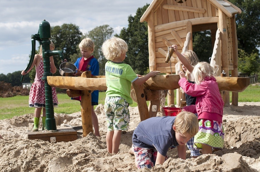 Erve Kleilutte kinderen in speeltuin.jpg Erve Kleilutte vakantiehuizen 30pluskids image gallery