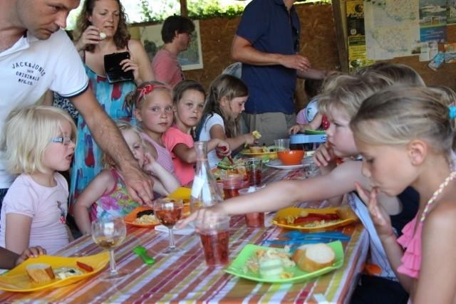 Les Aulnettes kinderen aan tafel.jpg Les Aulnettes 30pluskids image gallery